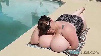 Porno doido com gordinha de peitos gigantes