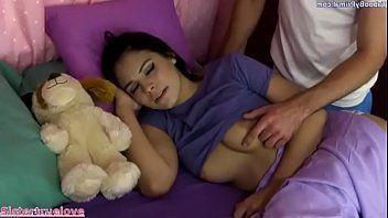 Videos porno gratis fodendo a novinha que estava dormindo