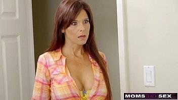 SP porno socando a vara na coroa bunduda no quarto