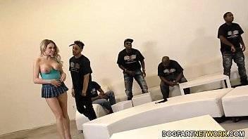 Porno legal garota dando para vários negros