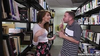 Pornogram fodendo amiga na biblioteca da faculdade